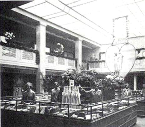Verkaufsraum_mit_Lichthof_1928